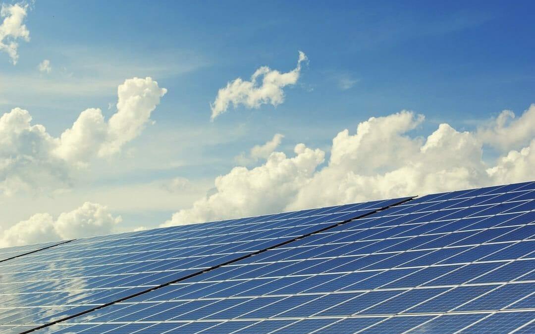 Rinnovabili, nel 2018 raggiunti i 171 GW di capacità produttiva