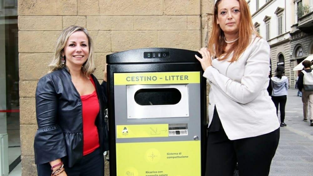 Nel centro di Firenze nuovi cestini ad energia solare
